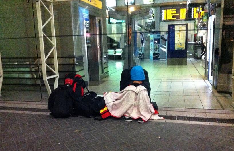 Interrail'da tren istasyonunda sabahlama