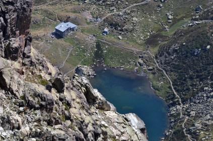 Lac et refuge vus depuis l'Ossau, crédit Mariano