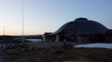 Das Polarkreiszentrum aufgenommen morgens gegen 0:30 Uhr.