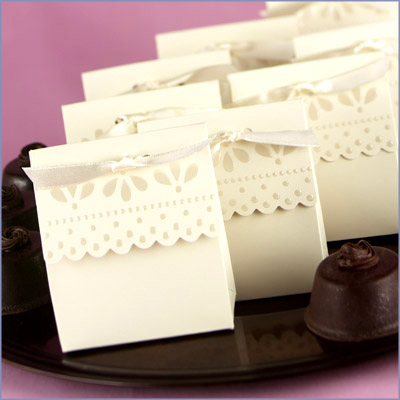 BX2 Ivory Favour Boxes