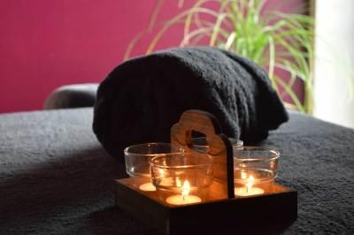 Massage handdoek en kaarslicht