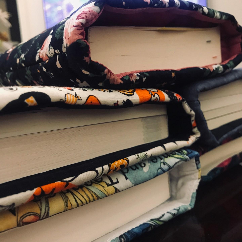 جيوب بألوان جميلة للكتب