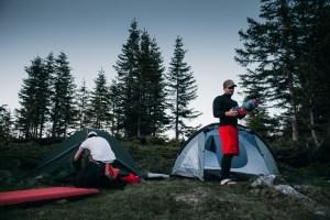 Zelte aufbauen bevor es dunkel wird