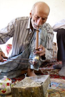 Opium roker, Iran