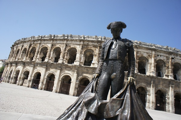 Photos : quelques heures dans les rues de Nîmes