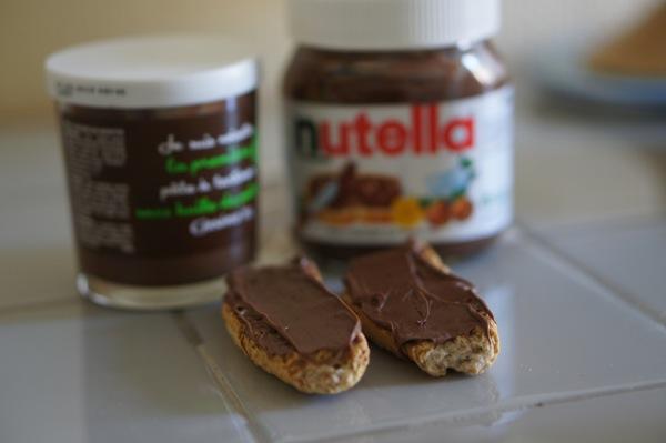 La réponse : à gauche la pâte à tartiner Casino, à droite Nutella