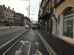 Vendredi 3 décembre : premier grognement avec un camion garé sur la piste cyclable