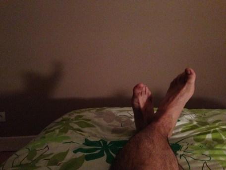 Lundi 23 juin : mes pieds. C'est surtout l'ombre qui m'amusait mais elle ne ressort pas aussi bien qu'espérée