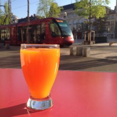 Mardi 21 avril 2015 : petit jus de fruits Place de Jaude à Clermont
