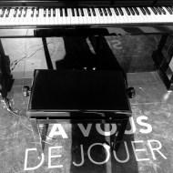Mardi 28 avril 2015 : j'aimerai savoir jouer et m'installer à ce piano de la gare de Vichy