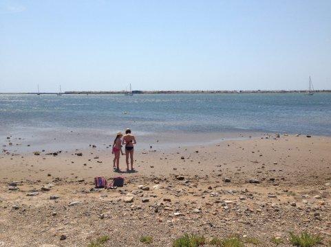 Sur un mini-bout de plage