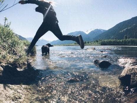 vans-fa16_classics_awmte_jumping_over_water