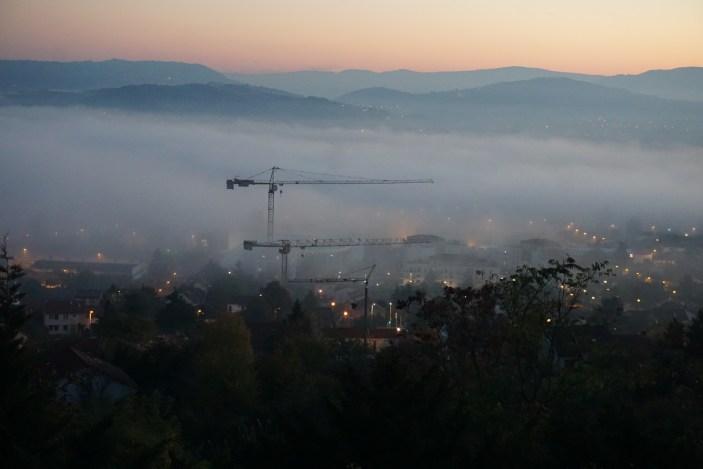 Cournon dans le brouillard