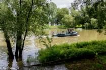 Nederland,The Netherlands, Arnhem 15-06-2016 Gezicht op de Rijnkade en de binnenstad vanaf de Rijn. Sinds enige tijd vaart er een pont tussen de Rijnkade in het centrum van de stad en Stadsblokken op de zuidoever. Het pontje is een vrijwilligersproject. Het gebied Stadsblokken Meinerswijk ligt op de zuidoever van de Rijn en heeft de bestemming van uiterwaardenpark. De gemeente heeft samen met projectontwikkelaar Kondor Wessles die alle grond heeft opgekocht van het failliete Phanos, plannen voor de bouw van woningen in het gebied. Daartegen bestaat veel oppositie. Mogelijk wordt er een referendum georganiseerd over de toekomst van het gebied. Foto: Bert Spiertz