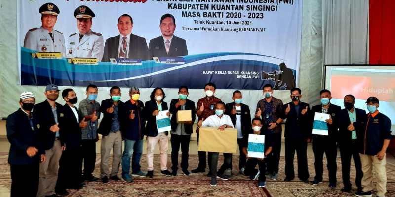 Banyak yang Ngaku Wartawan, Ketua PWI Riau: Kartu Pers Jangan Dipakai untuk Menakut – nakuti