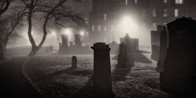 Kisah Joel Morrison Temukan Benda Aneh di Makam Berusia 100 Tahun