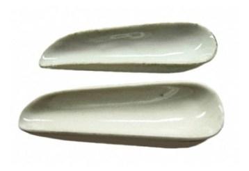 für den Apotheker: 2 Pulverschäufelchen aus Porzellan