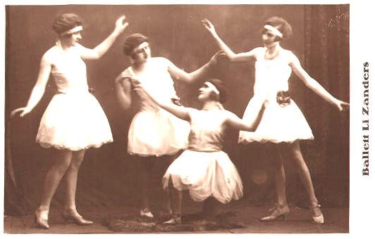 Foto: vier Balletttänzerinnen