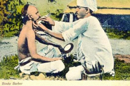 AK: Hindu lässt sich rasieren