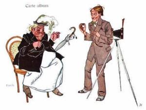 Zeichnung: dicke Dame auf Stuhl und Fotograf