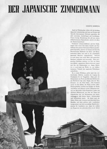 sw-Foto: japanischer Zimmermann hobelt einen Holzbalken