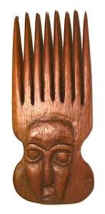 afrikanischer Holzkamm mit Gesicht