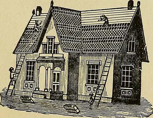 mehrere Dachdecker bringen Dachziegel am Hausdach an