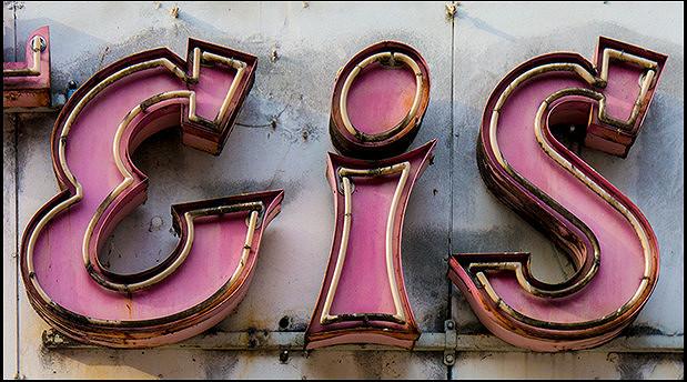 Eis, Neonreklame, Typografie