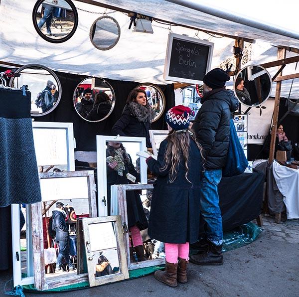 Foto: auf dem Trödelmarkt am Spiegelstand