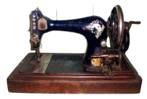 alte Nähmaschine mit Handkurbel von Singer