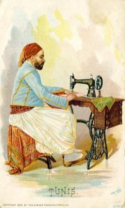alte Postkarte: tunesischer Mann mit Fez sitzt an einer Nähmaschine und näht