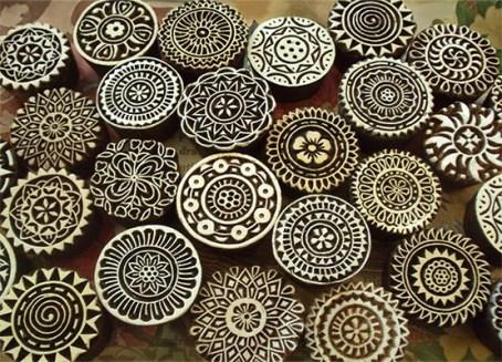 Farbfoto: 22 runde Model mit Mandala-Ornamenten