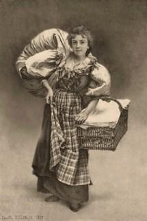 sw Foto: junge Frau mit Wäschekorb am Arm und großem Wäscheballen über Schulter