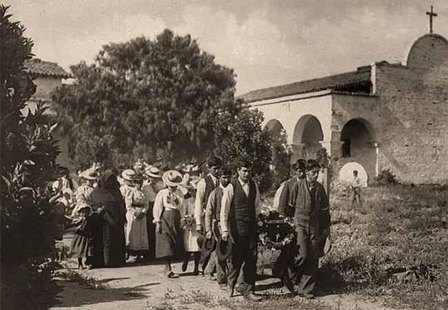sw Foto: Sargträger gefolgt von Trauerzug in Californien, 1900