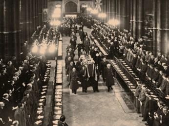 sw Foto: Leichenträger im Mittelgang von Westminster Abbey - 1956
