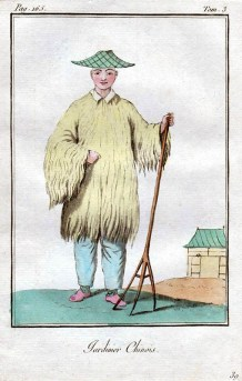 Gärtner in einem sonderbaren Kleid mit Holzforke