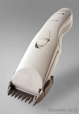 Farbfoto: moderner elektrischer Haarschneider