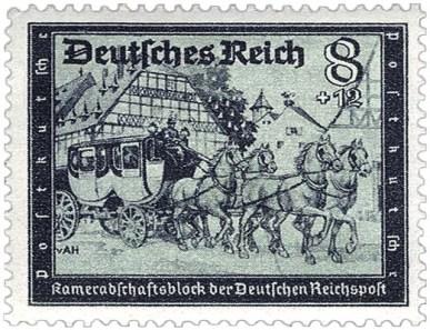 Briefmarken: Vierspänner-Postkutsche mit Doppelkabine fährt durch ein Dorf