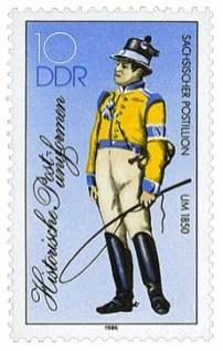Briefmarke: Sächsischer Postillion in gelb-blauer Uniform