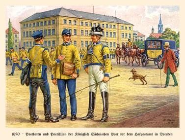 Farblitho: 2 Postboten plaudern mit Postillion, dahinter strömen viele Postboten mit vollen Taschen aus Postamt - 1850