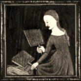 Frau hantiert mit zwei großen Wollkarden