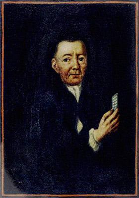 Buchmalerei: Mann hält Kärtchen mit aufgenähten Knöpfen hoch