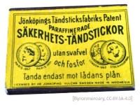 Farbfoto: gelbe Streichholzschachtel