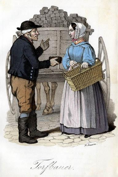 Torfbauer bietet Dame ein Stück Torf zum Verkauf an