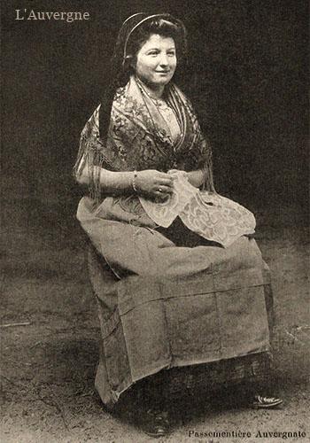 sw Fotokarte: Possamentennäherin ~ 1900, Frankreich