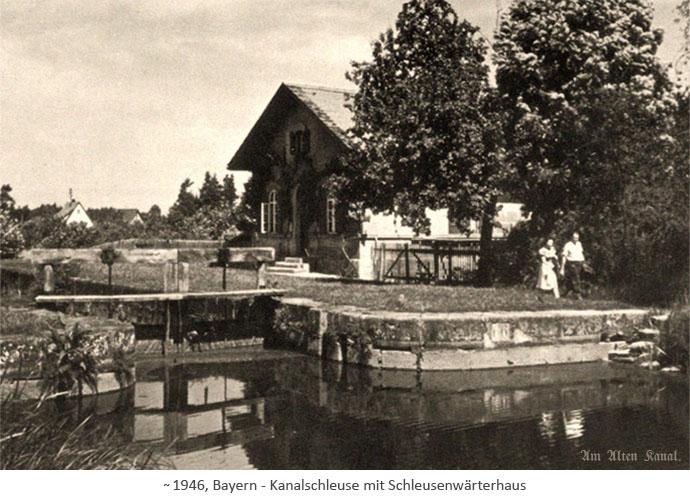 sw Fotopostkarte: Kanalschleuse mit Schleusenwärterhaus ~ 1946, Bayern