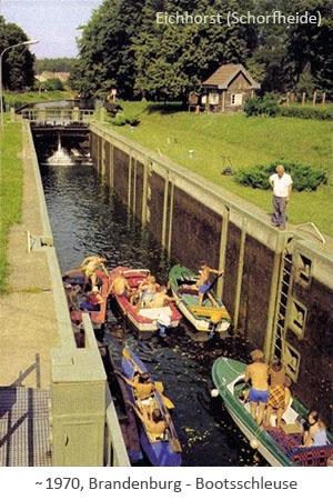 Farbfotopostkarte: Bootsschleuse in der Schorfheide ~1970, Brandenburg