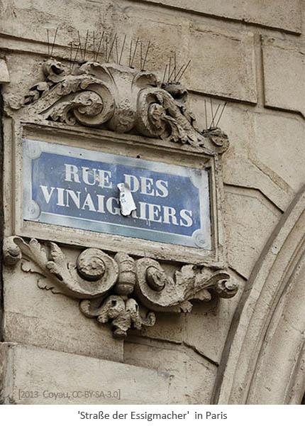 Farbfoto: altes Straßenschild 'Straße der Essigmacher' in Paris