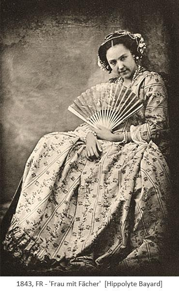 sw Foto: sitzende Dame mit Fächer - 1843, FR