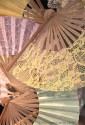 Farbfoto: übereinander liegende Fächer aus versch. Material - 2013